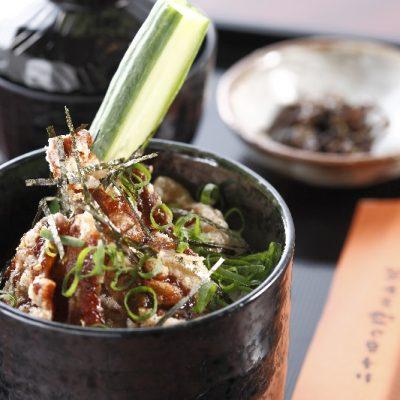 カリカリ豚ともろ味のひしお丼