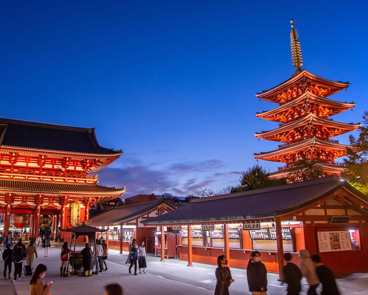 下町情緒溢れる浅草 夜の浅草寺